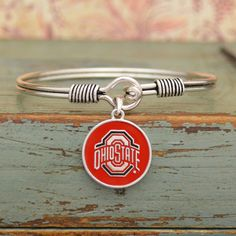 Finely crafted, this wonderful bracelet will make a great addition to any Vol fan's jewelry collection. Buy for yourself or as a great gift for family and friends! This wonderful bracelet is officiall Mississippi State Bulldogs, Oklahoma State Cowboys, Michigan State Spartans, Ohio State Buckeyes, Georgia Bulldogs, Msu Spartans, Tennessee Football, Clemson Football, Football Stuff