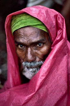 """Steve McCurry - """"Mumbai, India"""" - he sees you"""