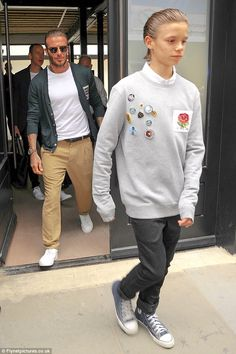 Doppelgangers: Romeo Beckham, looked the spitting image of his father as he attended the launch of David's fashion collection, Kent & Curwen at London Fashion Week Men's on Sunday wearing a top from the range Brooklyn Beckham, David Beckham, Date Outfit Casual, Casual Outfits, London Fashion Week Mens, Mens Fashion, The Beckham Family, Harper Beckham, H M Man