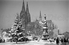 Jan von Werth-Denkmal im Schnee mit Sicht zum Kölner Dom