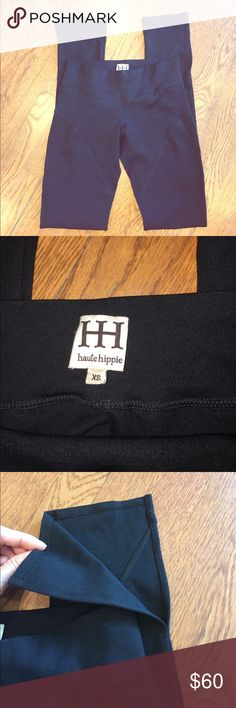 """Haute Hippie Ponte Riding Jodhpurs Leggings XS Great pair of jodhpur-style ponte leggings from Haute Hippie in a size XS! These leggings are in excellent condition and were only worn once - like new and no issues to note. Leggings feature an elastic waistband and split detailing at the bottom hems; slim fit. 67% viscose, 26% polyamide, 5% elastin. Measurements (taken flat): waist - 12""""; hips - 15""""; inseam - 32"""". Haute Hippie Pants Leggings"""