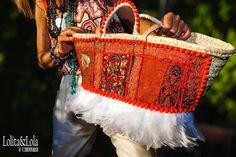 #capazo de #lolitaylola by #yolandafaguilera con #plumas blancas y tela #india…