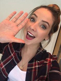 Zoe's face Alfie's hand #zalfie