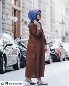 These attractive hijab winter outfits ideas will put you in the good books of the fashion police; a hijab goes naturally with the winter look! Hijab Fashion Summer, Modest Fashion Hijab, Fashion Wear, Modest Wear, Modest Dresses, Modest Outfits, Modest Clothing, Islamic Fashion, Muslim Fashion