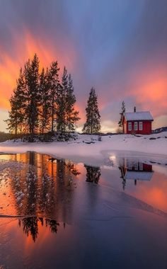 Gorgeous winter sunset streams over a snowy landscape – Miracles from Nature Winter Sunset, Winter Scenery, Nature Landscape, Winter Landscape, Beautiful World, Beautiful Images, Photo Trop Belle, Landscape Photography, Nature Photography