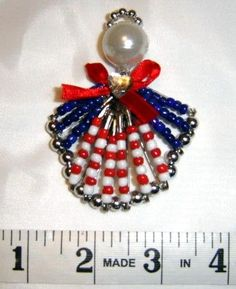 Fourth of July-Craft ideas-Beaded patriotic pin Safety Pin Art, Safety Pin Crafts, Safety Pin Jewelry, Safety Pins, Patriotic Crafts, July Crafts, Holiday Crafts, Beaded Crafts, Jewelry Crafts
