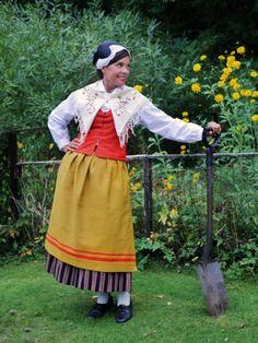 Myrskylä / Mörskom – Kansallispuvussa Folk Costume, Costumes, Folk Clothing, Fashion History, Folklore, Culture, Embroidery, Prints, How To Wear