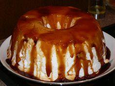Recette Portugaise : MOLOTOF AO CARAMELO par PIPOCA Pudding Recipes, Dessert Recipes, Meringue Pavlova, Exotic Food, Portuguese Recipes, Doughnut, Mousse, Buffet, Cheesecake
