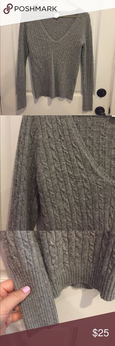 J. CREW wool / cashmere cable knit sweater gray XS J. CREW wool / cashmere cable knit sweater - v-neck - gray - size XS J. Crew Sweaters