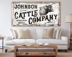 Vintage Rustic Wall Decor Cattle Company Family Last Name Sign, Modern Farmhouse Wall Decor Primitiv Dining Room Wall Art, Room Wall Decor, Living Room Decor, Decorating A Large Wall In Living Room, Farmhouse Wall Art, Modern Farmhouse, Farmhouse Style, Country Style, Farmhouse Decor