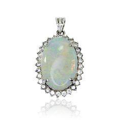 Jewels Juwelen vintage kaufen - verkaufen Second hand Schmuck Beeindruckender Anhänger mit weissem Opal und Diamant Karmoisierung.  Erliegen Sie dem Zauber des schillernden Opals?  Der respektable M...