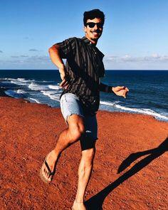 Havaianas Style Mode Masculine, Mens Flip Flops, Male Feet, Flip Flop Sandals, Barefoot, Lgbt, Beautiful Men, Running, Guys