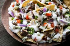 What do football, basketball and hockey fans have in common? They all love great… What do football, basketball and hockey fans have in common? They all love great game snacks – like these Beefy Blue Nachos. Best Appetizer Recipes, Best Appetizers, Mexican Food Recipes, Snack Recipes, Ethnic Recipes, Snacks Ideas, Cheese Recipes, Hawaiian Recipes, Sunday Recipes