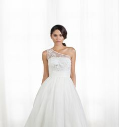 Love this off the shoulder wedding dress with detailing towards the neckline. This wedding dress is by @islandbridals