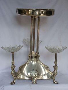 Centro de mesa WMF em metal prateado e cristal,( os cristais não são originais), 50cm