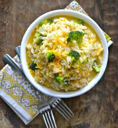 This Broccoli Cheddar Rice is the perfect side dish full of fresh broccoli and cheddar cheese gluten free and ready in 20 minutes! Cheddar Broccoli Rice, Cheesy Broccoli Rice Casserole, Fresh Broccoli, Crab Casserole, Cheesy Rice, Rice Side Dishes, Food Dishes, Main Dishes, Veggie Dishes