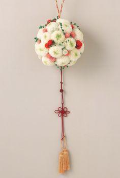 和装のブーケ、最近はとっても可愛いものが多いんです。 花の組み合わせも無限ですし、ぜひブーケにもこだわってみて下さい。