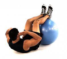 Exercices abdominaux avec ballon de gym