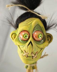 17 Ideas for a Halloween Tiki Party - Spooky Little Halloween Halloween Prop, Halloween School Treats, Halloween Crafts, Halloween Decorations, Beetlejuice, Tiki Art, Tiki Tiki, Shrunken Head, Creepy Dolls