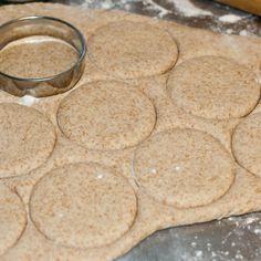 Goda tekakor med lite extra fiber är lätt att göra! Something Sweet, Cakes And More, Pain, Baking Recipes, Biscuits, Cheesecake, Food And Drink, Gluten Free, Tasty