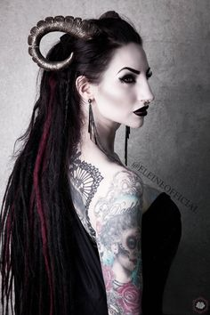 Three Gothic Fashion Tips That You Should Use – Angels and Demons Foto Fantasy, Dark Fantasy, Goth Beauty, Dark Beauty, Costume Ange, Demon Costume, Demon Girl, Gothic Models, Halloween Disfraces