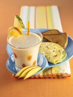 Fruity Pitootie Smoothie & Mozzarella Avocado Omelet #produceforkids #healthy #breakfast #smoothie #omlet