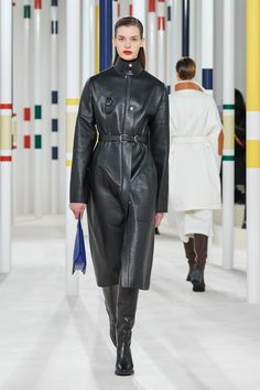 Hermes Fall/Winter 2020 RTW collection fashion show photos from Paris Fashion Week (Feb, Ready-to Wear runway photos, models, womenswear collection 2020 Fashion Trends, Fashion Week, Fashion Brands, Hermes, Fashion Show Collection, Couture Collection, White Fashion, Leather Fashion, Vogue Paris