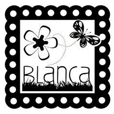 Sello de goma con montura de madera lacada, con diseño de flores y mariposas. Personalizable con el nombre. Ideal para marcar los libros, la ropa del cole...
