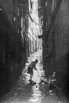 Corralon Painting, Vertigo, Girls, City, Templates, Santiago De Compostela, Old Photography, Old Pictures, Fotografia