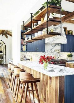 Stunning Farmhouse White Kitchen Cabinet Makeover Ideas – White N Black Kitchen Cabinets Shabby Chic Kitchen, Rustic Kitchen, New Kitchen, Kitchen Ideas, Eclectic Kitchen, Industrial Chic Kitchen, Industrial Shelving, Kitchen Modern, Design Kitchen