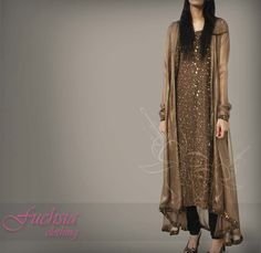 Reminds me of regular western clothes, just long Pakistani Outfits, Indian Outfits, Desi Clothes, Party Clothes, Pakistan Fashion, Indian Attire, Indian Designer Wear, Indian Dresses, Western Dresses