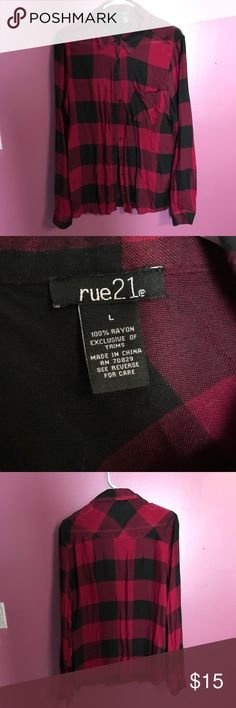 Cute loose fitting red and black flannel ❤️🖤 This flannel is so comfortable and great to pair with black leggings or jeans, put over a shirt, or tie around your waste! ❗️👑👜MAKE SURE TO CHECK OUT THE REST OF MY CLOSET AND BUNDLE FOR EXTRA DISCOUNTS 👜👑❗️ Size Large - Rue 21 Brand - Worn twice! Rue21 Tops