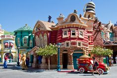 Disneyland Aug 2010 - Wandering through Toontown by PeterPanFan, via Flickr