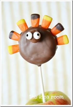 Turkey Oreo Pops ~ These are a fun and festive treat to bring to your Thanksgiving Hostess or to share with the little kids as part of your Thanksgiving festivities.  Another fun twist for these would be to use them as a place setting at your table.  Simple hang the name tag on the stick and use a piece of fruit to stand them in place by each table setting. Then your guests have a little treat to take home or eat for dessert.