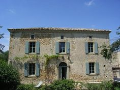 Cottage holiday properties in Haute-Garonne. Book holidays in Haute-Garonne, Chez Nous Exterior Colors, Exterior Design, Blue Shutters, Villas In Italy, Rural Retreats, My Dream Home, Farmhouse, Cottage, Italia