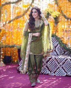 maya ali in faiza saqlain's outfit at her brother's mayoun and jewellery by samreen vance Pakistani Fashion Party Wear, Pakistani Dresses Casual, Shadi Dresses, Pakistani Wedding Outfits, Pakistani Bridal Dresses, Pakistani Dress Design, Indian Fashion, Dresses Dresses, Dress Indian Style
