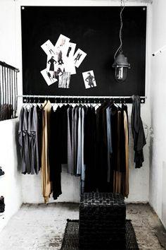 Een open garderobe als interieuraccessoire