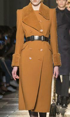 Bottega Veneta, Fall 2017 - Milan's Fall 2017 Runway Collections in All Their Glorious Detail - Photos Trench Coats, Trench Coat Outfit, Women's Coats, Coats For Women, Jackets For Women, Runway Fashion, Fashion Outfits, Milan Fashion, Formal Coat