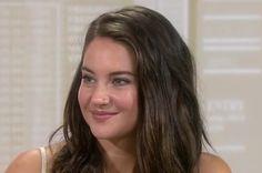 Shailene Woodley sep 2016 natural make-up (soft black eyeliner, brown/pink hue, mostly outer side)