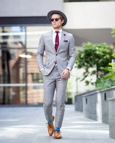 Street Style Inspiration Shop Men's Handmade. Mens Fashion Blog, Best Mens Fashion, Mens Fashion Suits, Mens Suits, Light Grey Suit Men, Grey Suit Brown Shoes, Der Gentleman, Gentleman Style, Street Style Inspiration