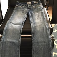 """Day trip size 25S These are a like new, worn once ,pair of Daytrip Leo boot cut jeans from Buckle...size 25S ... 30"""" inseam. They are in excellent condition. Daytrip Jeans Boot Cut"""