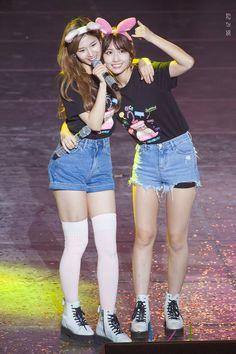 Sana e Momo Kpop Girl Groups, Korean Girl Groups, Kpop Girls, Nayeon, Sana Cute, Sana Momo, Sana Minatozaki, Twice Jihyo, Twice Sana