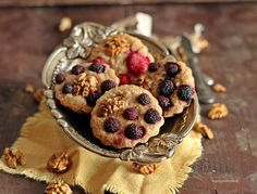 Friands cu nuci si zmeura Cereal, Muffin, Breakfast, Food, Morning Coffee, Essen, Muffins, Meals, Cupcakes