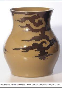 Váza , foukané a hutně zdobené sklo , firma Josef Riedel , Polubný , 1924-1930