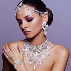 Indian bridal jewelry have collection includes bridal wears accessories, and other fashion items. Every bridal wants to look most beautiful and attractive in her wedding day. And the bridal jewelry… Bridal Makeup Looks, Indian Bridal Makeup, Indian Wedding Jewelry, Bridal Looks, Indian Jewelry, Bridal Jewelry, Wedding Necklaces, Indian Weddings, Bridal Necklace