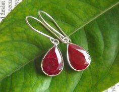 Natural Ruby earrings - Tear drop earrings - Bezel earrings - July birthstone - Red earrings - Jewelry gift ideas op Etsy, 131,77€