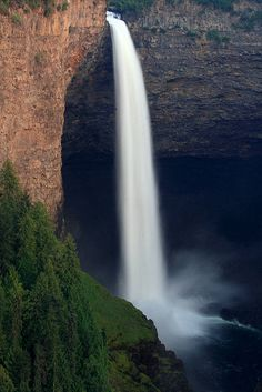 """""""Late afternoon shot of the impressive Helmcken Falls, Wells Gray Provincial Park, British Columbia, Canada"""" Have you ever hiked here? Beauty shot by, Great Places, Places To See, Beautiful Places, All Nature, Science And Nature, To Infinity And Beyond, Amazing Destinations, Travel Destinations, British Columbia"""