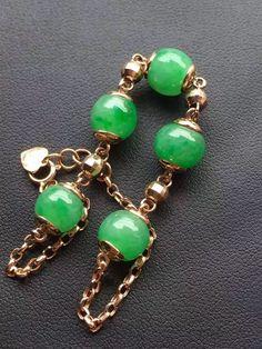 Beautiful jadeite green bead with gold bead chain bracelet Jade Necklace, Jade Bracelet, Jade Jewelry, Women Jewelry, Beaded Bracelets, Gems And Minerals, Gold Beads, 18k Gold, Jewelry Design
