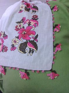 This Pin was discovered by iğn Uñas Diy, Piercings, Needle Lace, Moda Emo, Apron, Diy And Crafts, Crochet, Model, Fashion