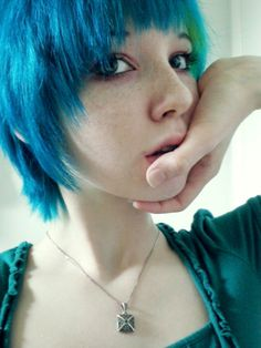 how beautiful are these girls? | We Heart It | blue hair and freckles